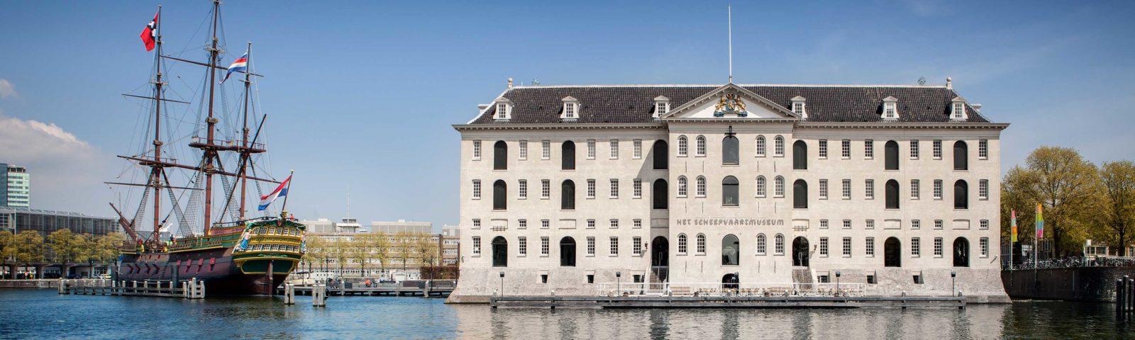 Het Scheepsvaartmuseum en het VOC schip
